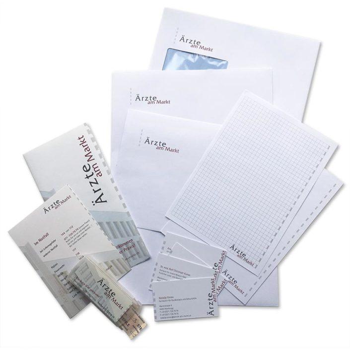Corporate Design: Logo auf Briefen, Visitenkarten, Blöcken, Kuverts etc.